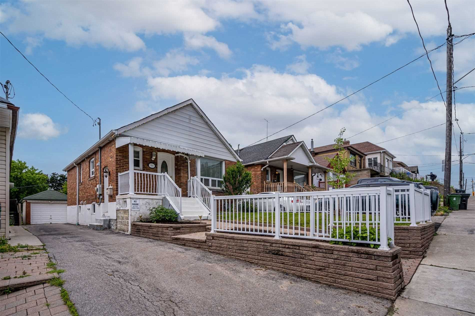 554 Caledonia Rd - Caledonia-Fairbank Detached for sale, 2 Bedrooms (W5305900) - #2