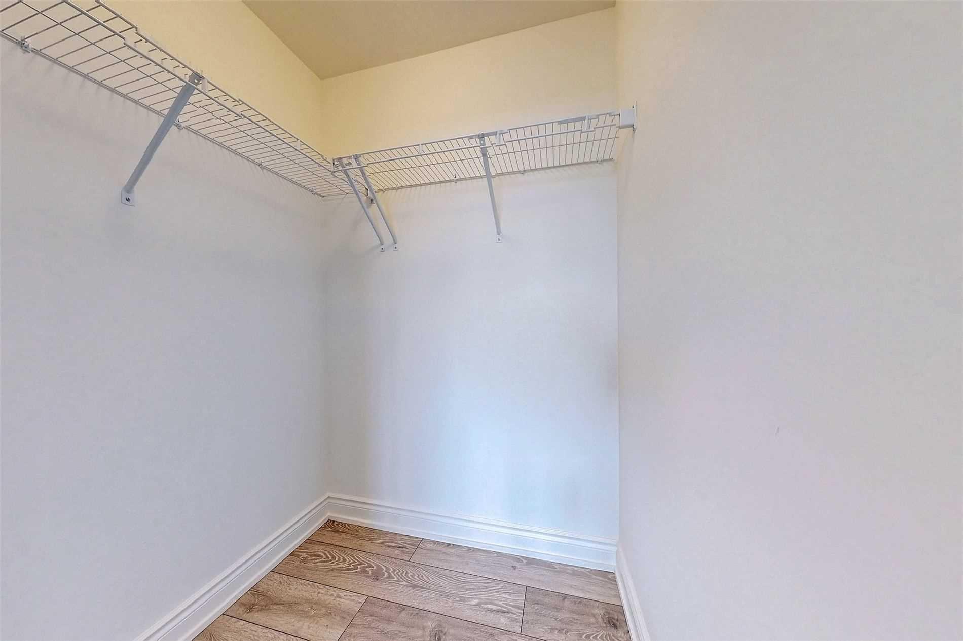 221 - 1050 Main St E - Dempsey Condo Apt for sale, 3 Bedrooms (W5398557) - #22