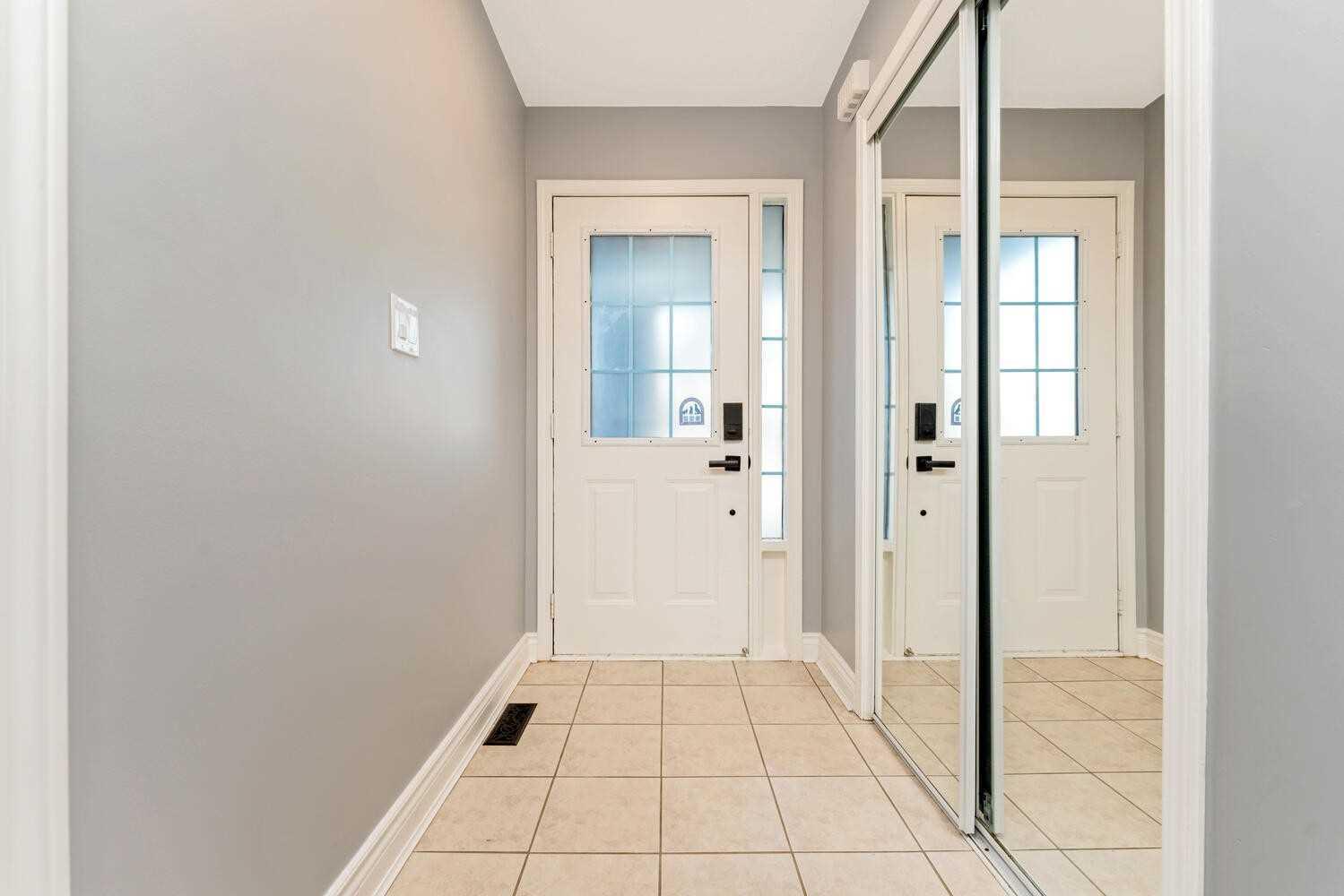 1030 Barclay Circ - Beaty Att/Row/Twnhouse for sale, 3 Bedrooms (W5400435) - #2