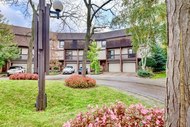 30 - 1060 Walden Circ - Clarkson Condo Townhouse for sale, 3 Bedrooms (W5411507)