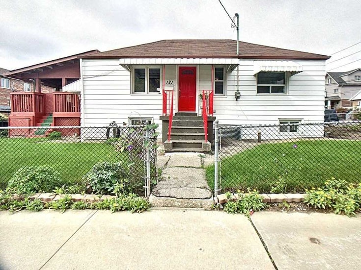 121 Kitchener Ave - Caledonia-Fairbank Detached for sale, 2 Bedrooms (W5411790)