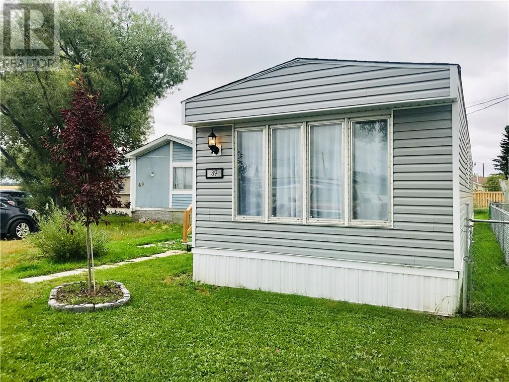 39 2000 Minto Street - Penhold Mobile Home for sale, 2 Bedrooms (ca0177618)