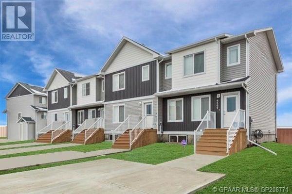 9523 112 Avenue Unit# B - Clairmont Row / Townhouse for sale, 3 Bedrooms (GP208771)