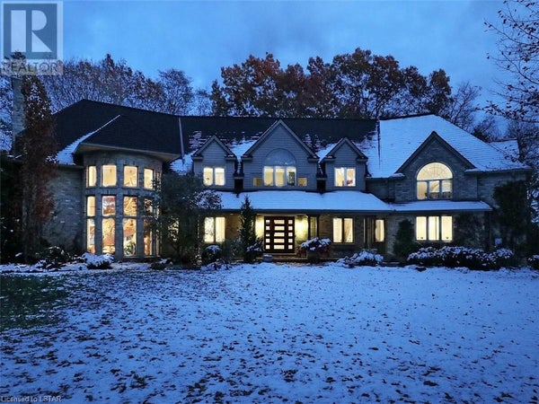 8551 PARKHOUSE DRIVE - Mount Brydges House for sale, 5 Bedrooms (232366)