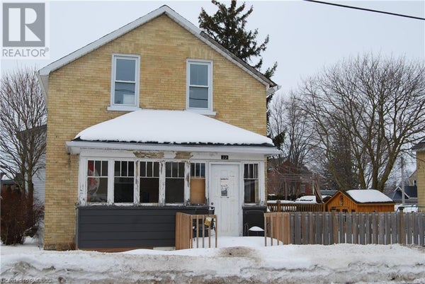 22 YOUNG STREET W - Harriston House for sale, 3 Bedrooms (244513)