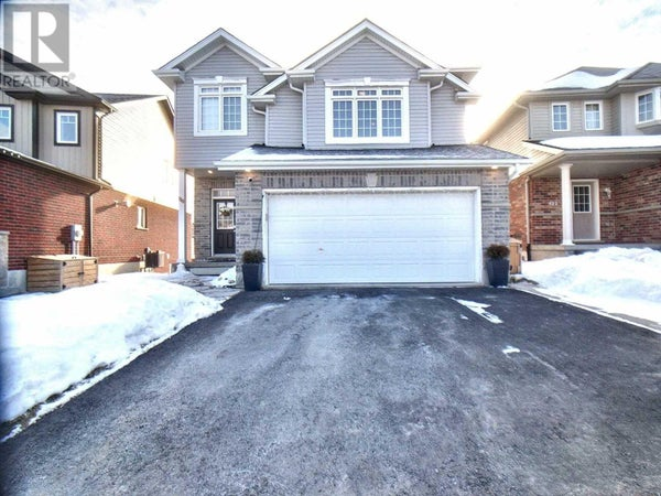 119 NEWCASTLE DR - Kitchener House for sale, 3 Bedrooms (X4697923)