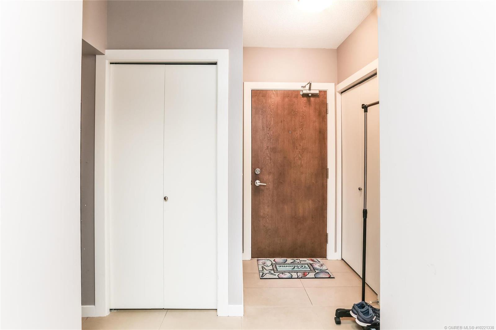 #404 1075 Sunset Drive, - Kelowna Apartment for sale, 1 Bedroom (10221338) - #3